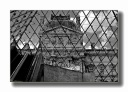 A travers la Pyramide du Louvre, Paris